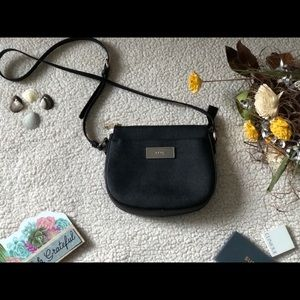 DKNY SUPER CUTE CROSSBODY